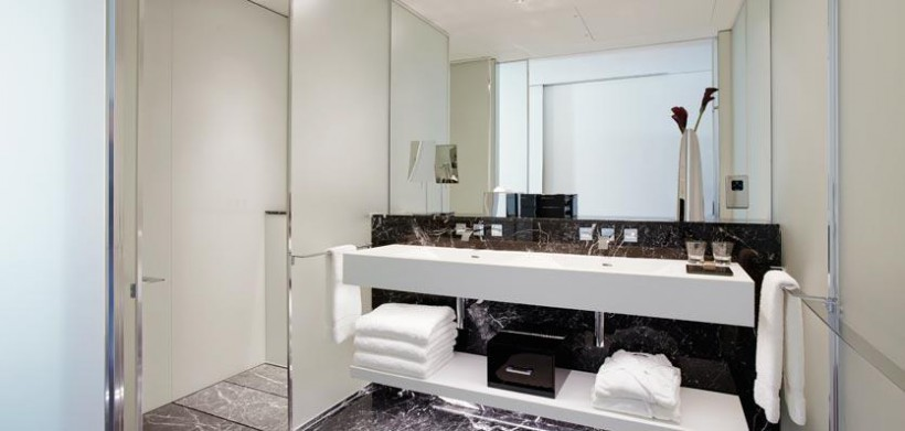 12me-london-auraroombathroom-820x391