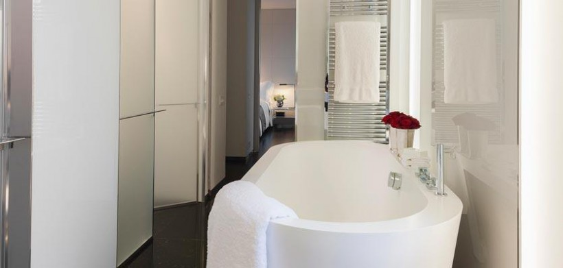 16cme-london-me-suitebathrooma-820x391
